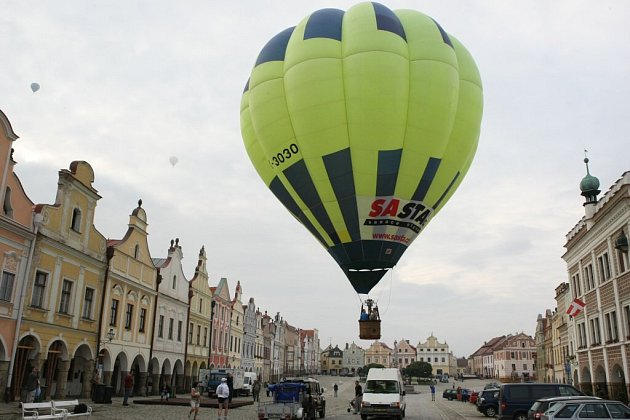 První balony se nad Telčí objeví brzy ráno v pátek 23. července. Startovat i s posádkou budou až do neděle.