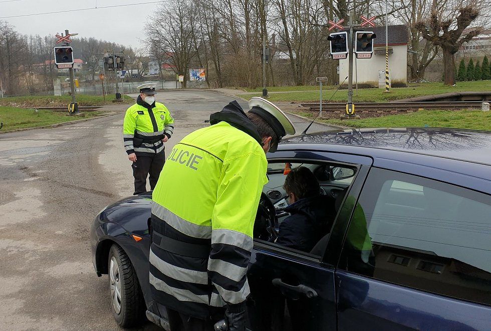 Policisté se zaměřili na železniční přejezdy.