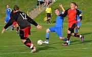 Fotbalisté Kostelce (v černočervených dresech) doma prohráli se Světlou 1:6.