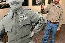 Velmi neobvyklou výstavu dnes v pět hodin odpoledne vernisáží otevírá Muzeum Vysočiny v Jihlavě. Sbírku fotografií a předmětů z první světové války z pozůstalosti třebíčského rodáka Antonína Kurky.