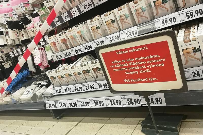 Protiepidemická opatření v pelhřimovském Kauflandu.