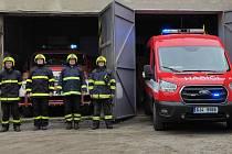 Světla na hasičských autech se rozblikala v pravé poledne. SDH Třešť.