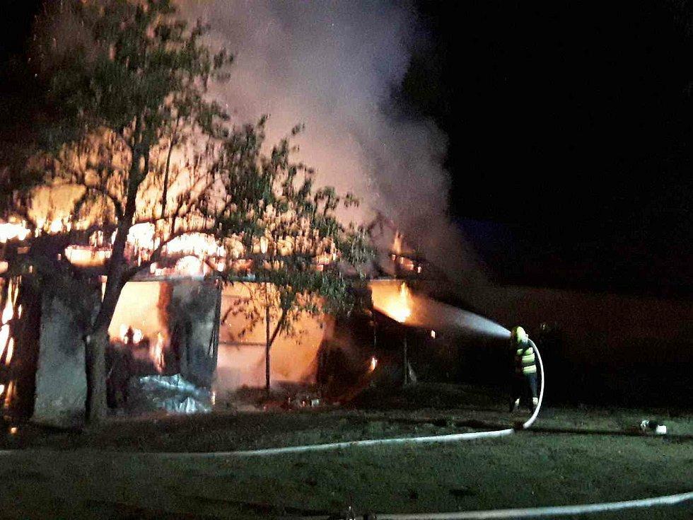 Požár stodoly v Josefově.