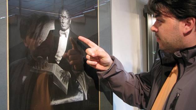 Ida Saudková vystavuje v Horáckém divadle Jihlava až do 22. května své fotografie. Objevuje se na nich nejen její přítel Franz, ale také osobnosti televizní obrazovky jako je Lucie Borhyová nebo Zdeněk Podhůrský.
