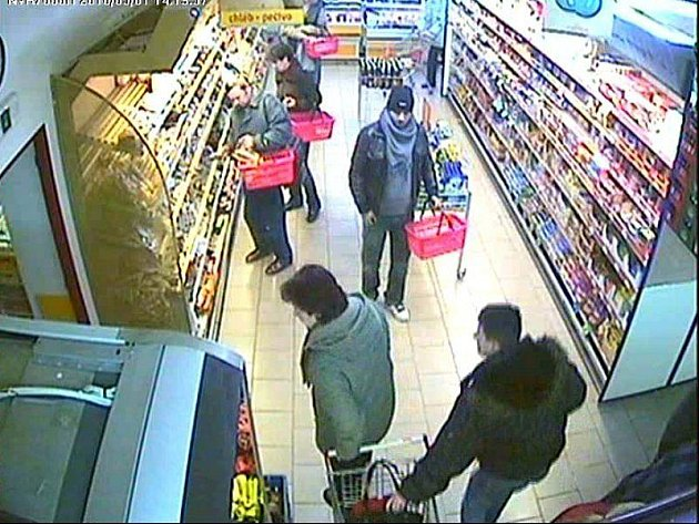 Krádež kabelky v supermarketu. Ilustrační foto.