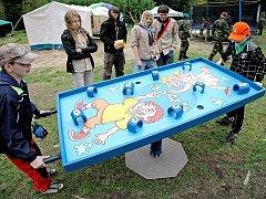 V lesoparku Heulos v Jihlavě se už od včerejška koná dvanáctý ročník Bambiriády. Svou činnost na místě představují různé dětské organizace. Připravena je i celá řada her.
