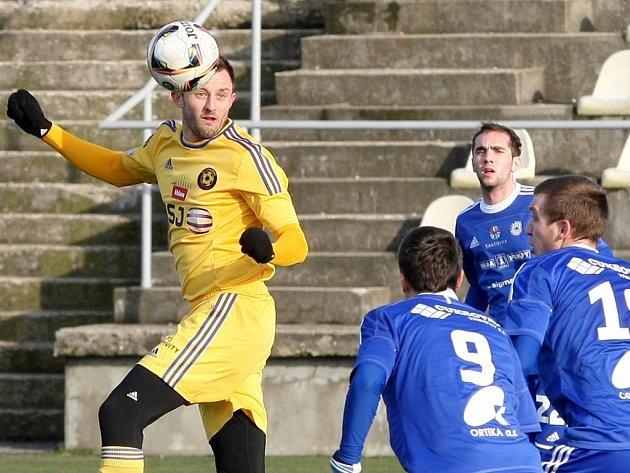 Fotbalisté Vysočiny zatím procházejí Tipsport ligou bez zakolísání. Výhru nad Olomoucí zařídil po čtvrt hodině hry přesnou hlavičkou jihlavský stoper Jiří Krejčí (na snímku).
