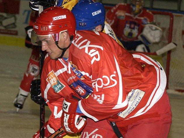 Útočník Miloslav Topol před časem oblékal ve druhé lize i dres Pelhřimova (na snímku), teď povede v roli kapitána konkurenční Velké Meziříčí.