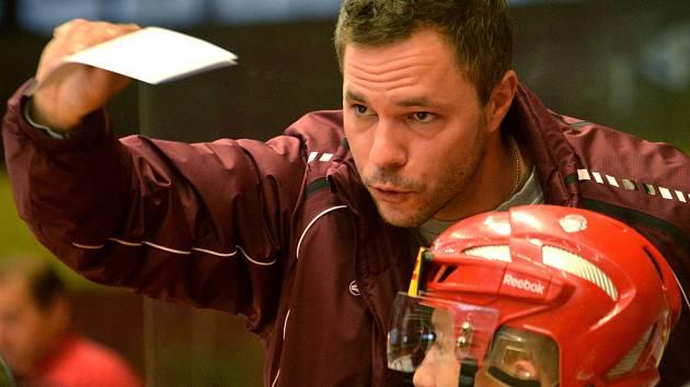Trenér Karel Nekvasil se přesunul se svými svěřenci na led. Druhá část přípravy na novou extraligovou sezonu odstartovala v pondělí. První přípravný mač sehraje Dukla příští pátek.