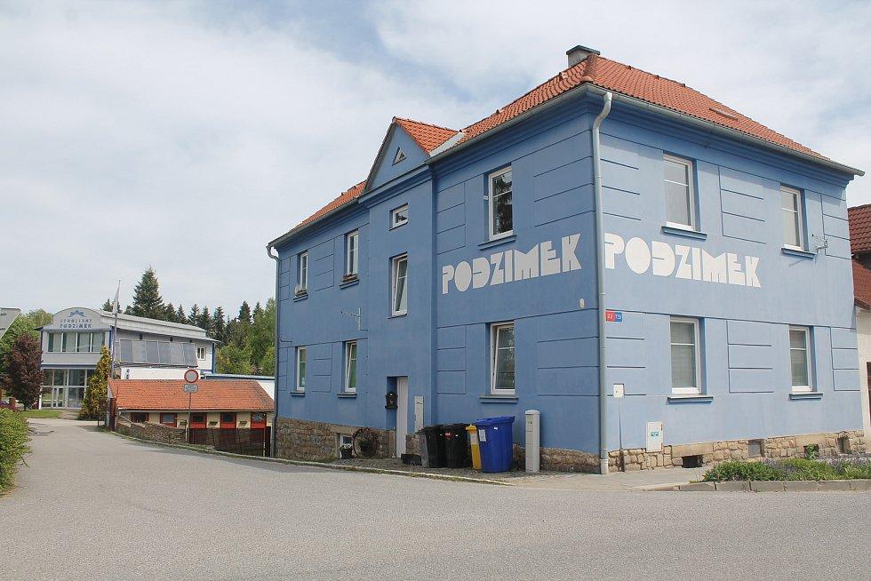 Stavební firma Podzimek & synové má sídlo právě v Třešti.