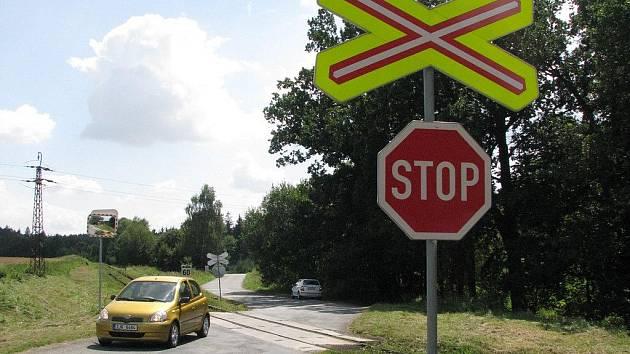 Na Třebíčsku považují muži zákona za nebezpečný přejezd mezi Náměští nad Oslavou a Březníkem .