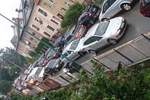 Situace ilustrující dopravní situaci v první školní den u jihlavské ZŠ Seifertova.