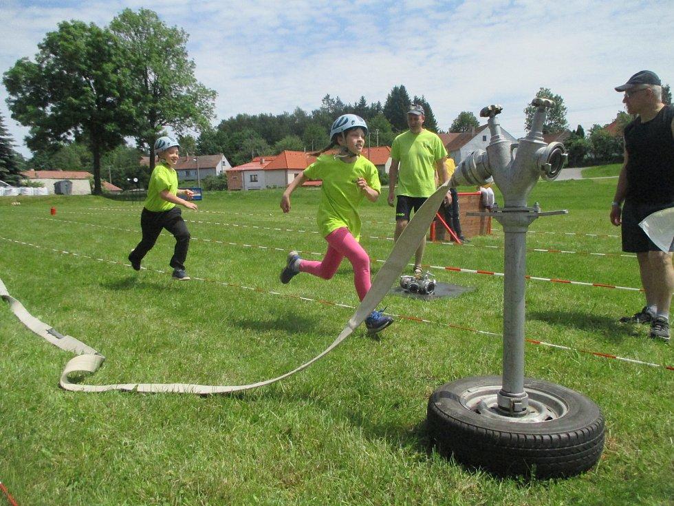 Hasičská soutěž dětí 9. června v Růžené. Na obrázku tým domácích z Růžené.
