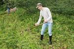 Kosení louky u Horního Mrzatce