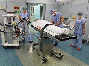 Holmiový laser se dostane ke slovu na operačních sálech.