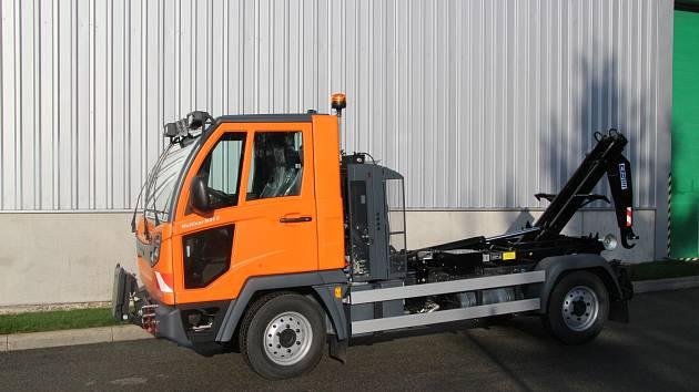 Multicar M31 C s kontejnerovým nosičem a zimní výbavou.