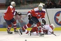 Hokejisté Horícké Slavie Třebíč se dokázali oklepat z domácího debaklu se Slavií Praha a vrátili se na vítěznou vlnu. Pos-lední dva těžké zápasy rozhodli v poslední třetině.