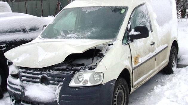 Následky zimních dopravních nehod někdy nevypadají příliš závažně. Tato nehoda ale nakonec vyšla na plnění finanční částky 300 tisíc korun.