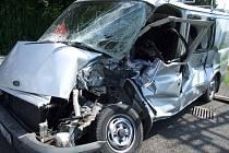 Pořádnou kliku měl řidič bílého Fordu na železničním přejezdu v Sobínově, který nerespektoval výstražná světla. Vjel na koleje kde do něj narazil nákladní vlak. Řidič utrpěl jen lehčí zranění, jeho spolujezdkyně, malá holčička, vyvázla dokonce bez zranění