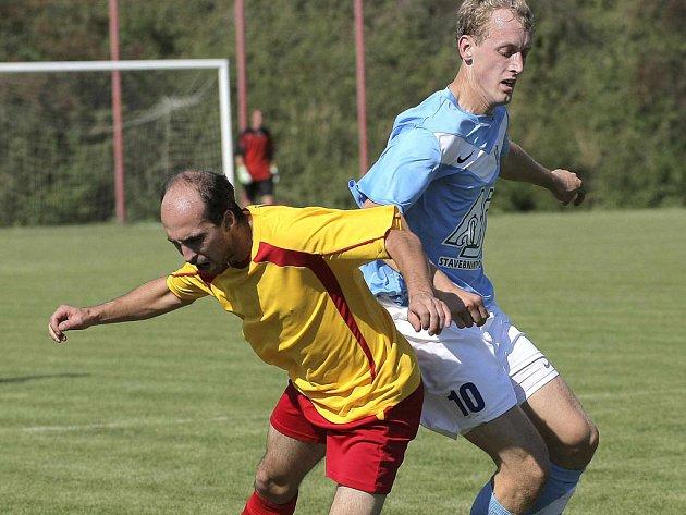 Fotbalisté Dobronína (v modrém) se s uplynulou sezonou nerozloučili  nejlepším možným výkonem a výsledkem ... c82fd04804