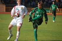 Fotbalisté Jihlavy nedali ve dvou zápasech v řadě gól. Vysočina spoléhá zejména na střeleckou mušku Pavla Simra (v bílém).