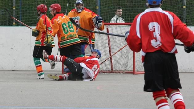 Jihlavští hokejbalisté si po prohře se Vsetínem spravili chuť proti Malenovicím.