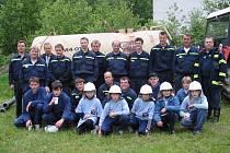 """V obci se zhruba 150 obyvateli je členem hasičského sboru 65 lidí. """"Hasič je doslova v každé chalupě,"""" řekl starosta sboru Pavel Maslák."""