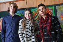 Sestava nově vzniklé skupiny jihlavských středoškoláků. Zleva Matěj Kafka (kytara), uprostřed Simona Kykrlová (zpěv, klávesy) a vpravo Alan Paclík (kytara, zpěv).