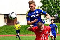 Skvělá práce. Výhra 1:0 nad Českými Budějovicemi byla pro jihlavské starší dorostence (v modrém) veledůležitá.