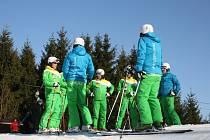 Po sjezdovce na Šacberku se v sobotu 3. března odpoledne spustila osmička sjezdařů z Německa z týmu 2117.