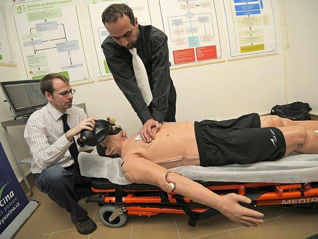 Záchranáři na Vysočině nyní používají nejmodernější pacientský simulátor. Je velice realistický.