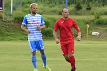 Fotbalisté Staré Říše (v červeném David Vacek) mají dobrý tým, ovšem problém je v jeho šíři.