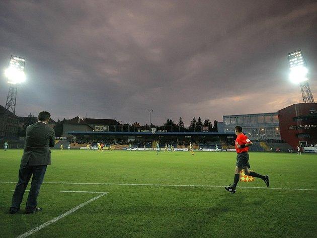 Domácí stánek FC Vysočina je na přesun do nejvyšší soutěže připraven. Zbývá pouze dobudovat vyhřívání trávníku. Stvrdí-li v sobotu jihlavští fotbalisté svůj postup, už v úterý začne na stadionu rekonstrukce.