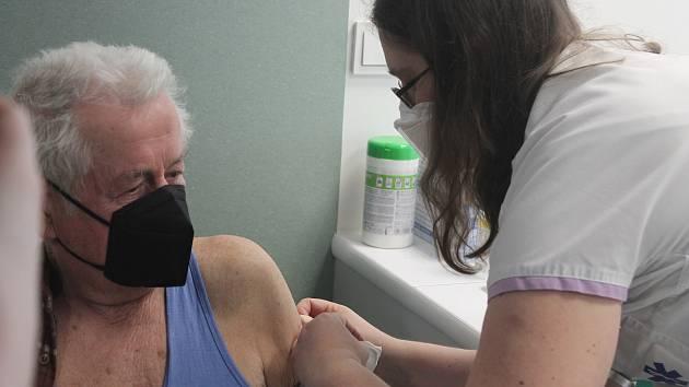Očkování v jihlavském Vědeckotechnickém parku.