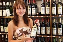 Červené nebo bílé? Lidé bývají mnohdy patrioty a sáhnou po české odrůdě vína.