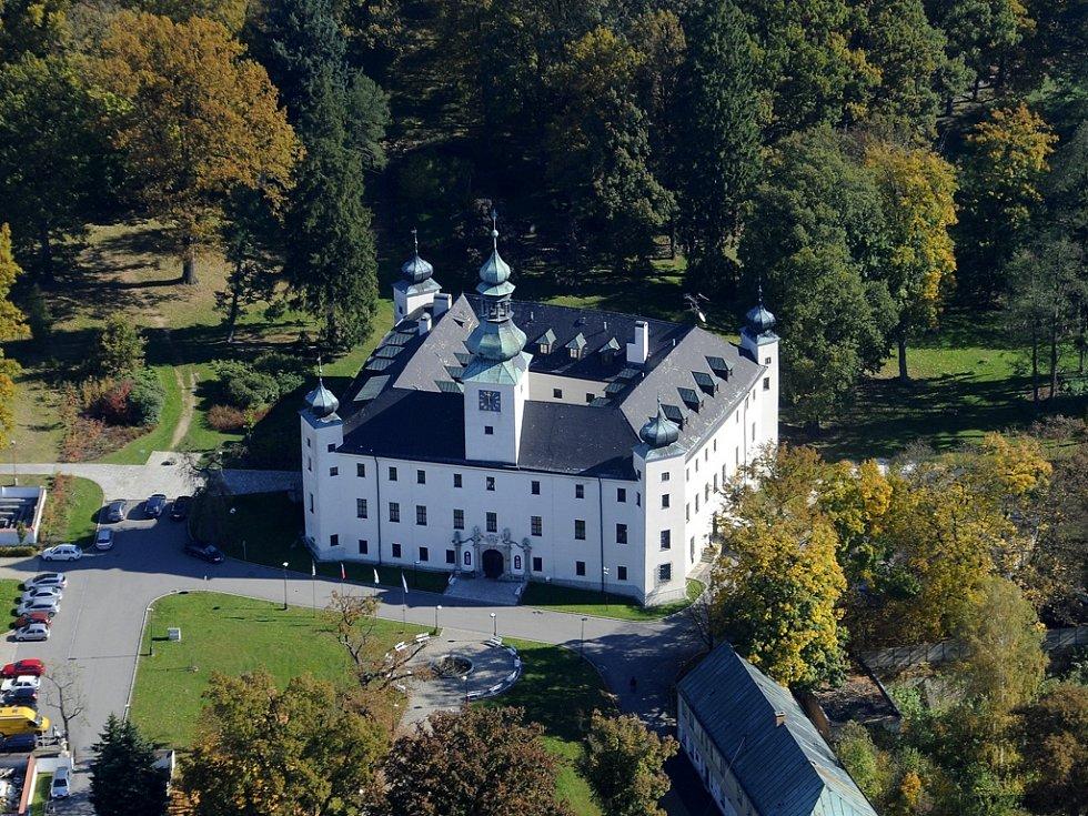 Zámeckým parkem provede děti i rodiče baronka Eleonora. Na konci bude odměnou poklad.