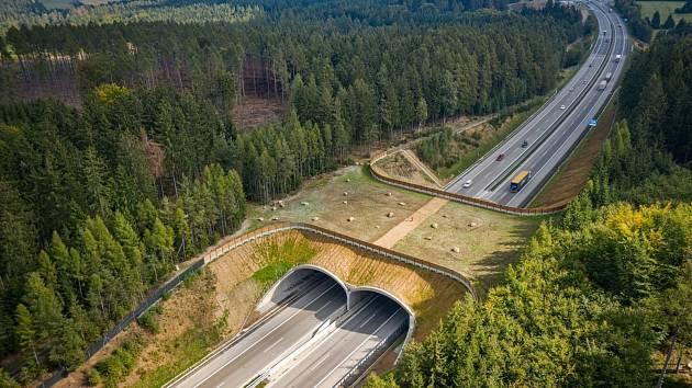 Ekodukt nad dálnicí D1.