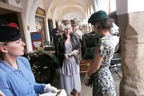 Jedním z bodů brtnických oslav bude ukázka šatů z různých období, tak jako nedávno v Telči (na snímku).