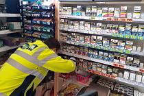 Příslušníci celní správy kontrolovali platné značení cigaret. Celkem prošlo osmadvacet provozoven.