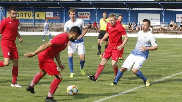 Fotbalisté Staré Říše (v červeném) prohrávali po poločase 0:1, nakonec ale slavili postup a výhru 3:1.