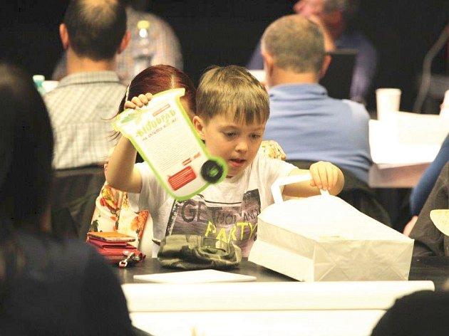 Veřejné diskuse se zúčastnily i děti.