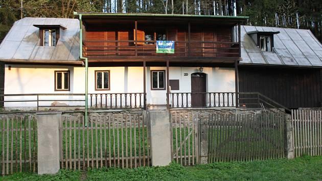 Rodný dům herce a mima Otto Šimánka ve Stajištích je na prodej. Herec se do vísky rád vracel.