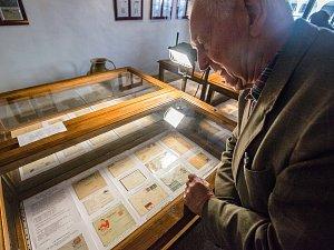 Filatelisté z Telče už osmdesát let dokumentují historii regionu