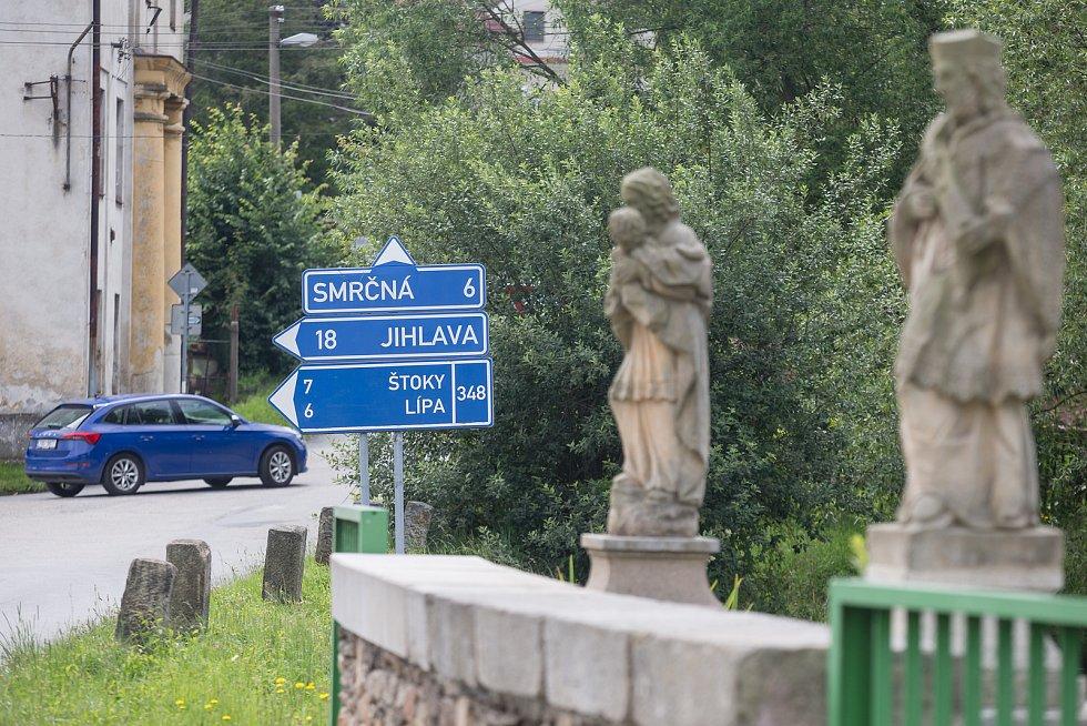Městys Úsobí se nachází v sousedství Větrného Jeníkova.