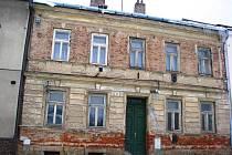 Takto třeba vypadá zvenku dům na adrese Mlýnská 44, který město zamýšlí prodat.