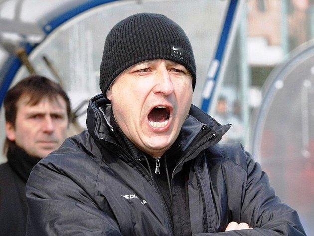 Zvýší hlas? Bude muset kouč starších dorostenců Jihlavy Roman Kučera v Mostě namáhat své hlasivky?