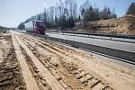 Přerušená stavba mostu přes D1 na 88 km u Humpolce.