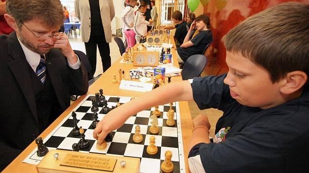 Na dni otevřených dveří bylo možné dokonce i vyzvat na šachovou partii hejtmana Miloše Vystrčila.