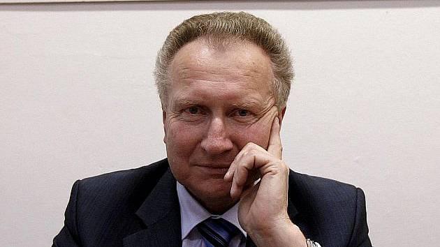 Předseda z Vysočiny. Senátor Jan Veleba stojí v čele Strany Práv Občanů (SPO).