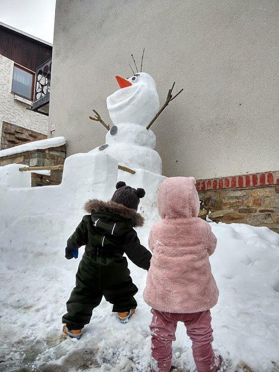 Sněhová socha Olaf. Foto: Jakub Skočdopole